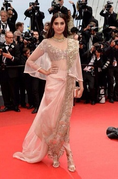 Sonam Kapoor in Dhoti drape spruced up with a cape