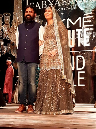Pregnant Kareena Kapoor Walks for Sabyasachi at the LFW Grand Finale 2016