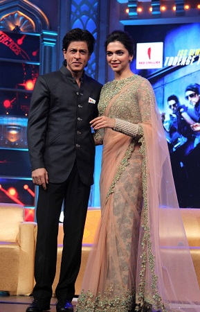 Deepika Padukone Saree in Happy New Year Promotion