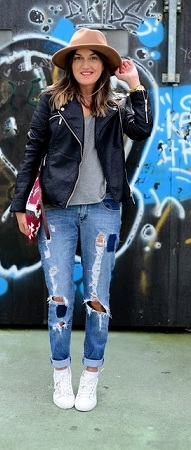 Fitted Blazer with Loose Boyfriend Jeans