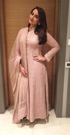 Sonakshi Sinha in Rimple and Harpreet Narula Chikankari Kurta Set