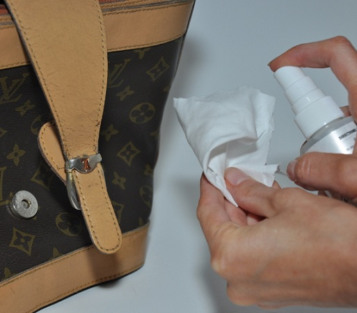 remove-water-stains-on-your-leather-bags