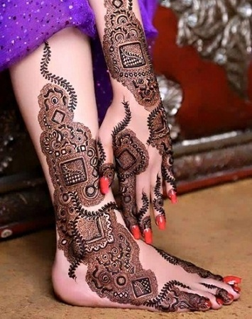 Beautiful KarwaChauth Mehendi Design