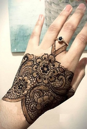 Beautiful Lace Mehendi Design