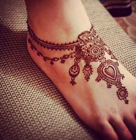 Beautiful jewellery design inspired mehendi design