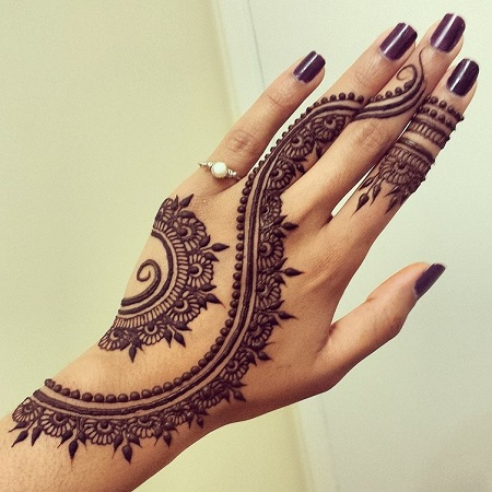 Beautiful minimalist mehendi design