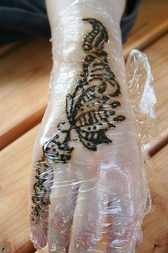 Clingfilm wrapped over mehendi