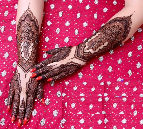 Fabulous Back Mehendi Design For Bride