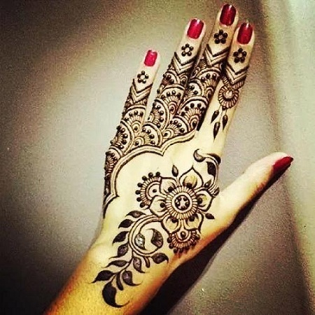 Floral Inspired Mehendi Design For Back
