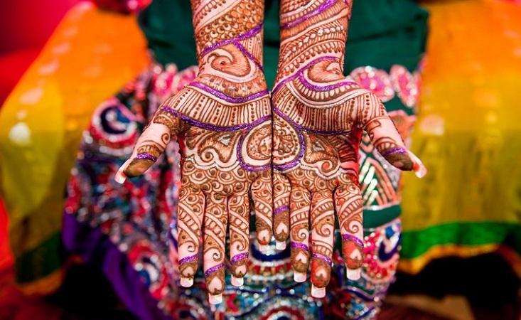 Glitter Mehendi Design For KarwaChauth