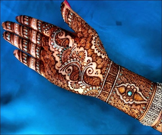 Glittery Shaded Mehendi Design