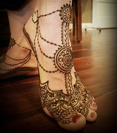 Jewellery inspired foot mehendi design