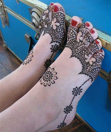 Net Type Foot Mehendi Design