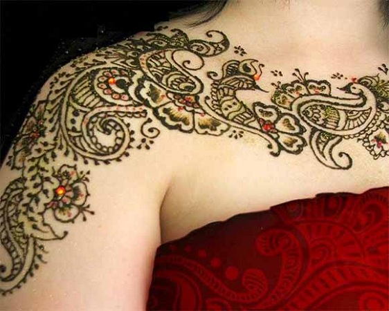Paisley Mehendi on shoulders