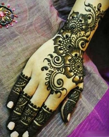 Pakistani Mehendi Back Design