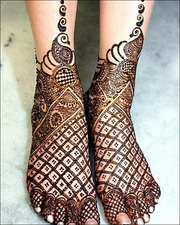 Pakistani Mehendi Design For Feet