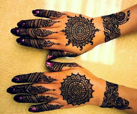 Round Mehendi Design For Back