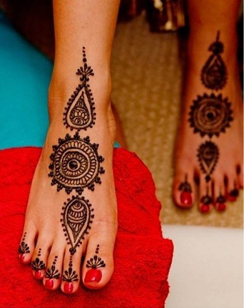 Round-foot-mehndi-designs