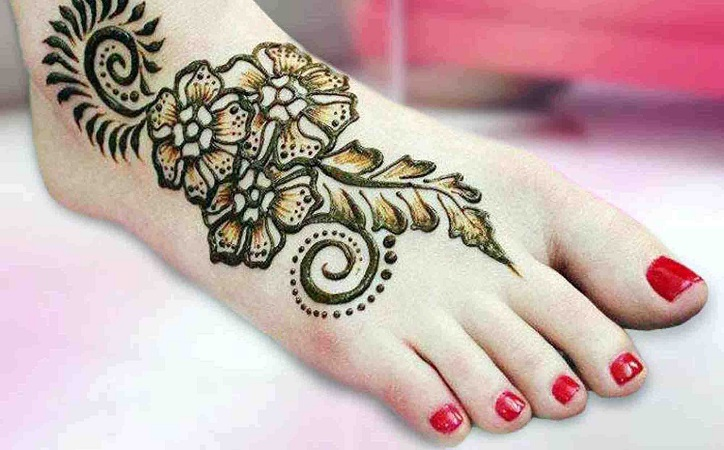 Shaded Mehendi Design For Leg