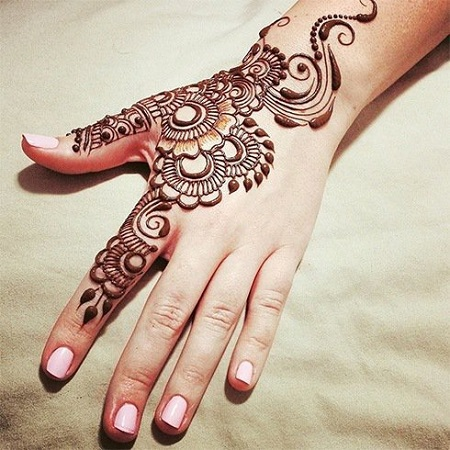 Simple Back Mehendi Design For Diwali