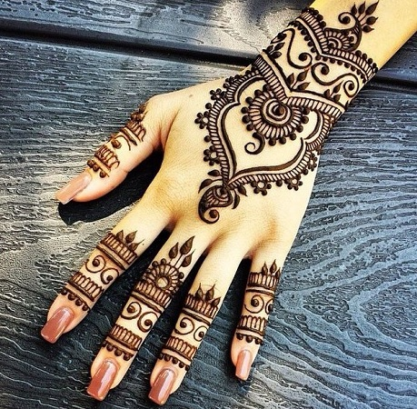 Simple Back Mehendi Design For Eid