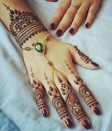 Simple Back Pakistani Mehendi Design