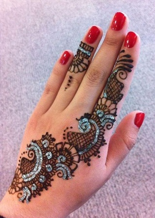 Simple Glitter mehendi design for back