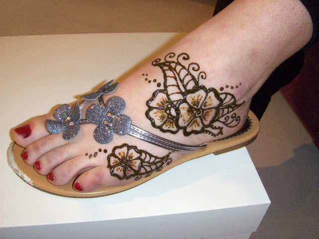 Simple Mehendi Desgign For Feet