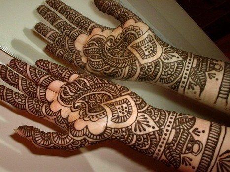 Simple Mehendi Design For KarwaChauth