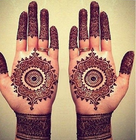 Simple Round Mehendi Design