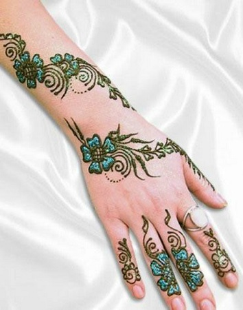 Stylish Glitter Mehendi Design