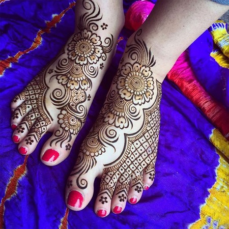 Traditional net mehendi design for feet