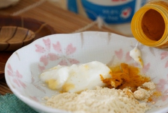Chickpeas Flour and Turmeric